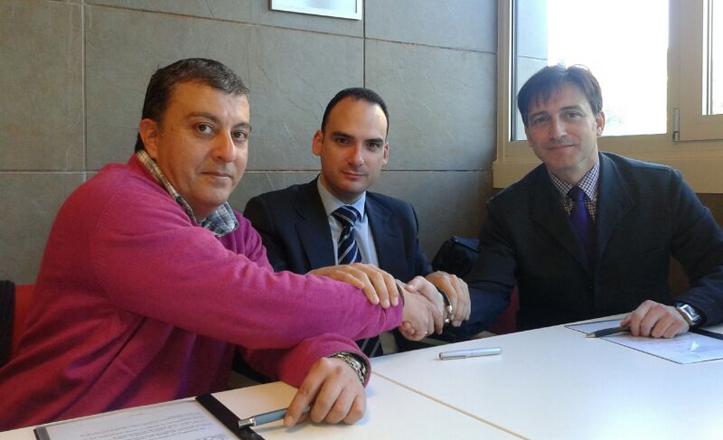 José Manuel Mira, Rafael Belmonte y José Carlos se dan la mano