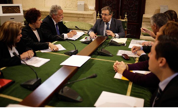 Zoido reunido con la comisión del Polígono Sur