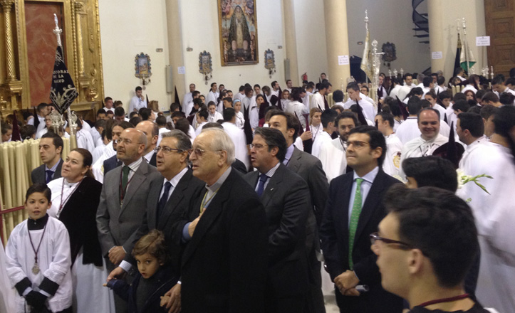 alcalde-rezando-parroquia-cerro