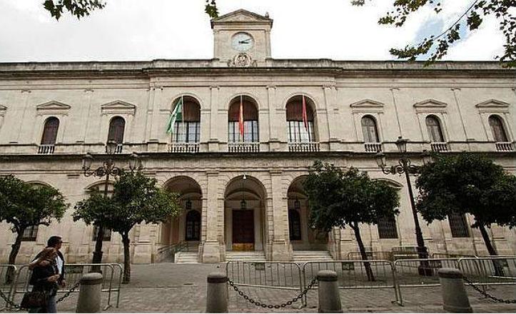 El Ayuntamiento convoca el concurso de escaparates y fachadas con decoración navideña
