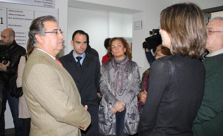Juan Ignacio Zoido en la visita del centro social
