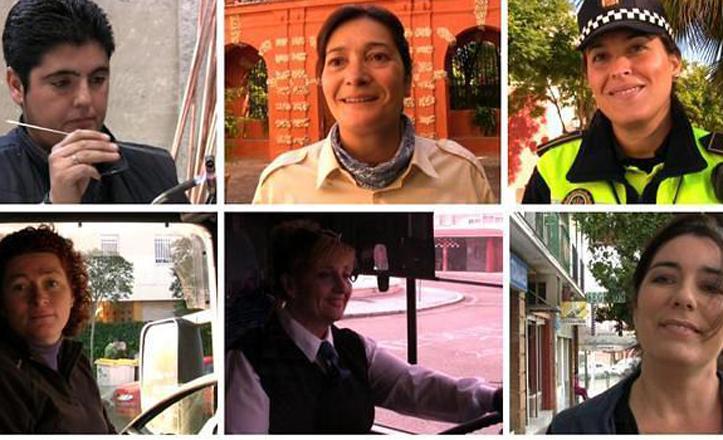 Seis mujeres con uniforme de trabajo