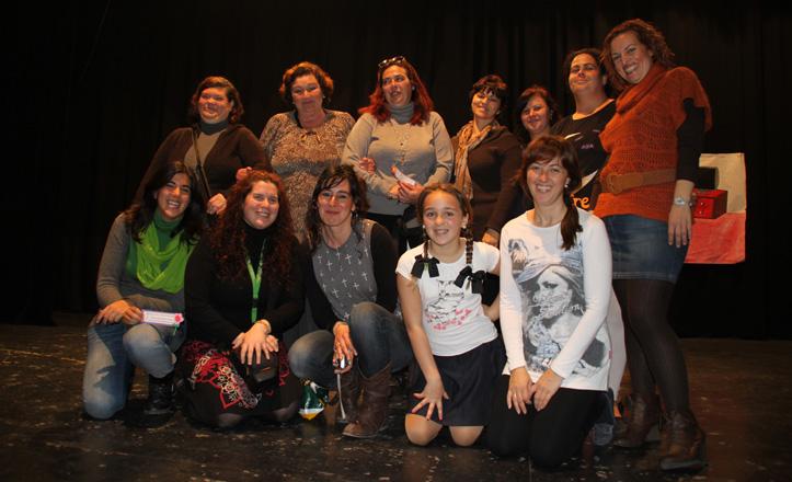 Las participantes en estas jornadas posan en el auditorio del centro cívico Torreblanca