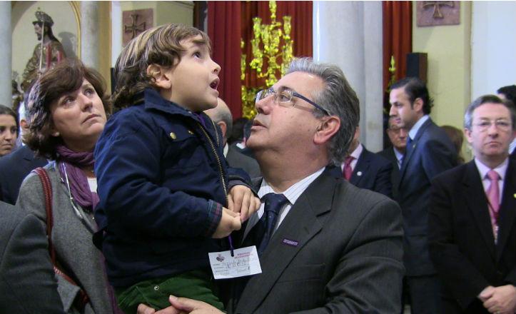 El alcalde de Sevilla, Juan Ignacio Zoido, junto a su hijo