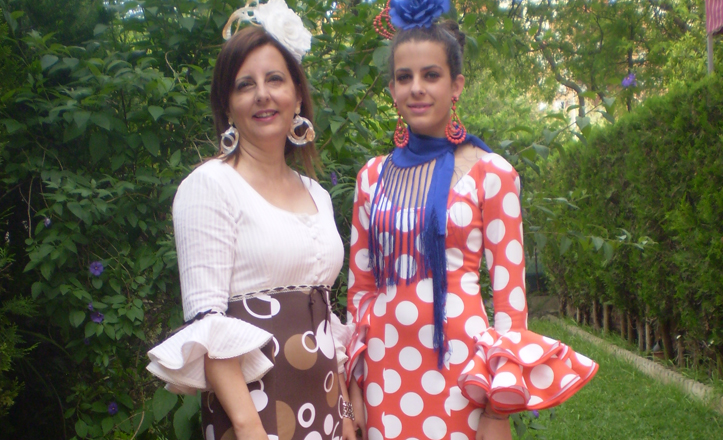 María del Valle e Irene preparadas para ir a la feria