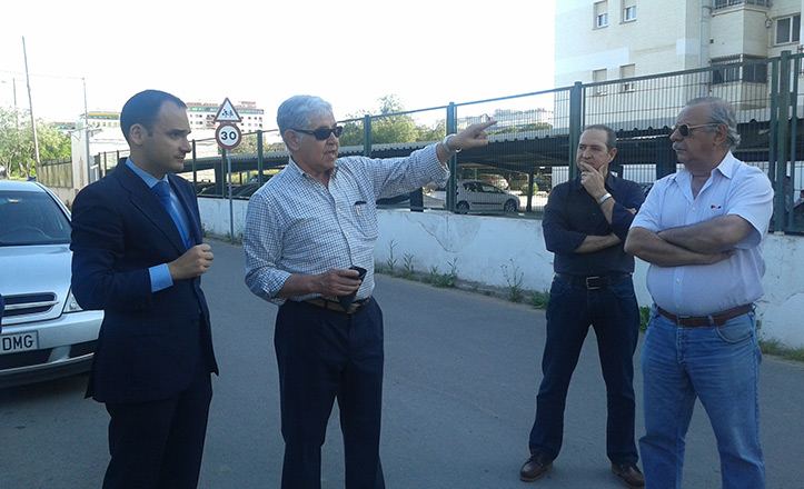 Belmonte visita la barriada de Pineda