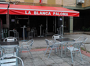 Fachada del bar Blanca Paloma