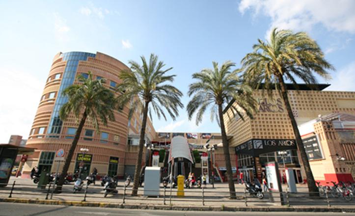 centro-comercial-los-arcos