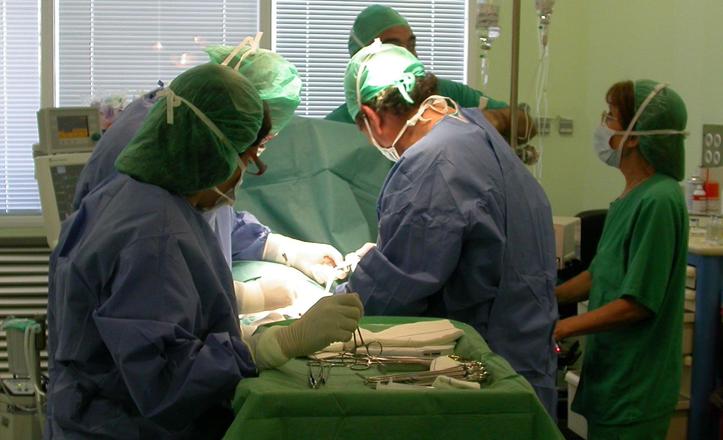 Operación cirugía digestiva