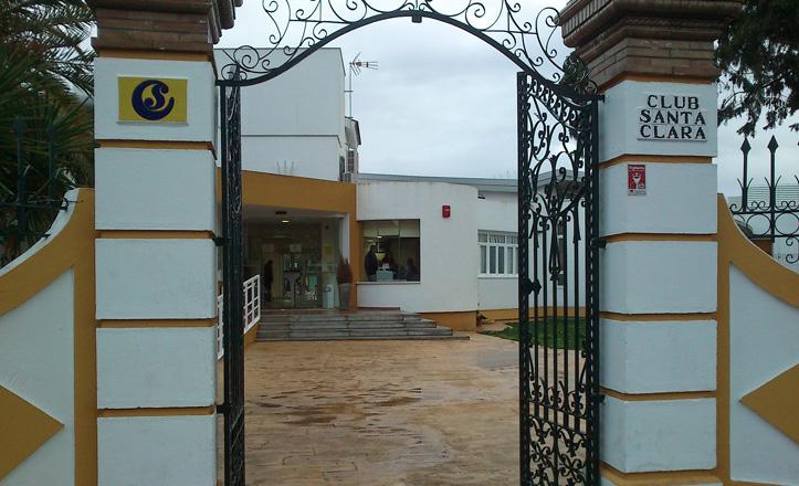 club-santaclara-puerta