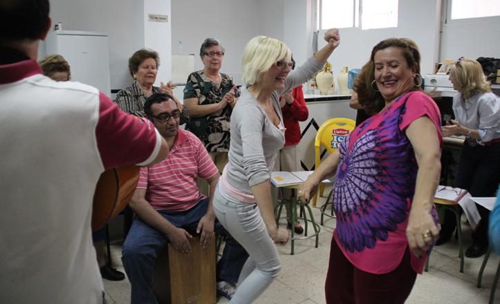 Bailes y cantes en el aula de coro rociero