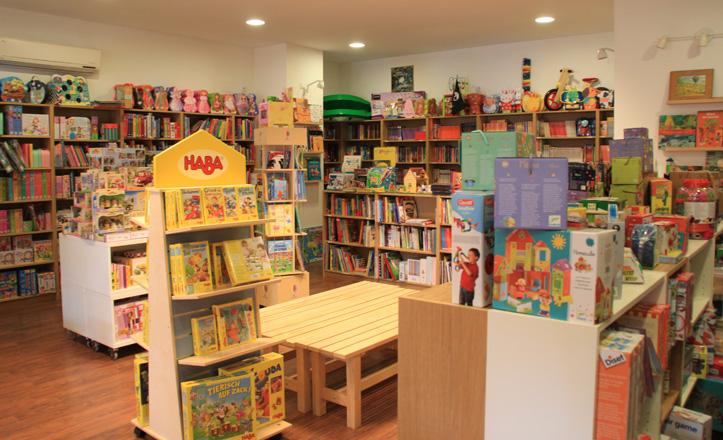 Interior de la librería infantil Molino de Cienta