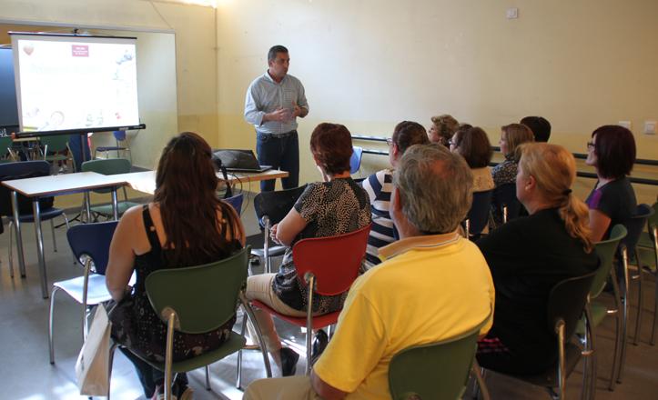José Luis Rosa imparte la charla a los asistentes
