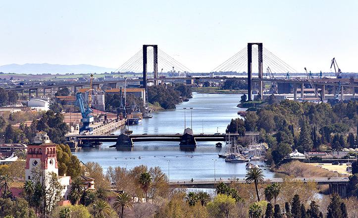 El puente del Quinto Centenario y el de las Delicias