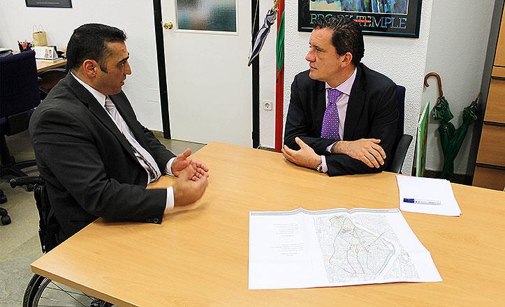 Juan García Camacho y el jefe del departamento de Servicios Sociales de la ONCE, Juan Pedro Fiz López