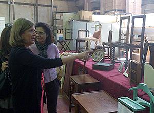 Amidea Navarro visita la exposición del taller de carpintería