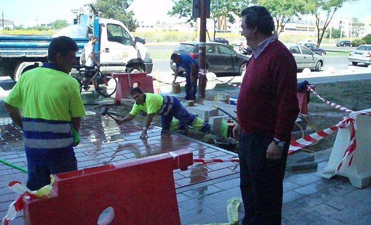 Eliminación de barreras arquitectónicas en las avenidas de las Ciencias y Aeronáutica