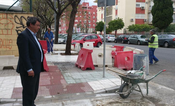 El delegado visita las obras de rebaje de acerado
