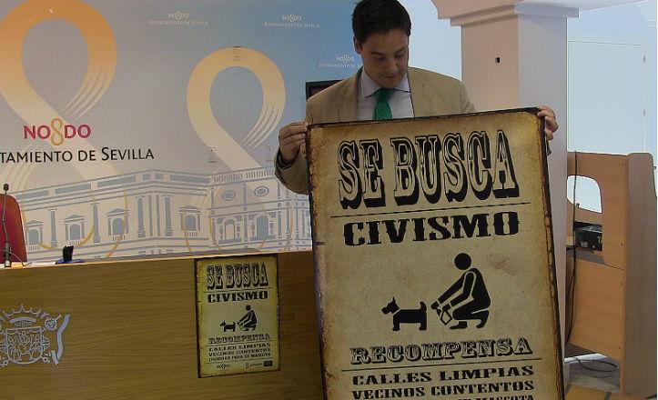 El delegado del distrito Sur, José Luis García, presenttando la campaña «Se busca civismo»