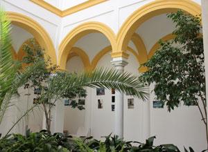 Las Columnas acoge la exposición de los talleres socioculturales en Triana