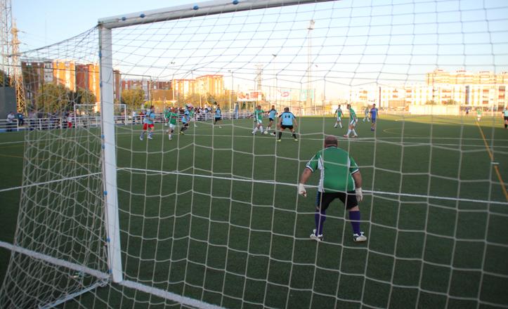 Una imagen del partido de fútbol Memorial Francisco Muñoz Machío