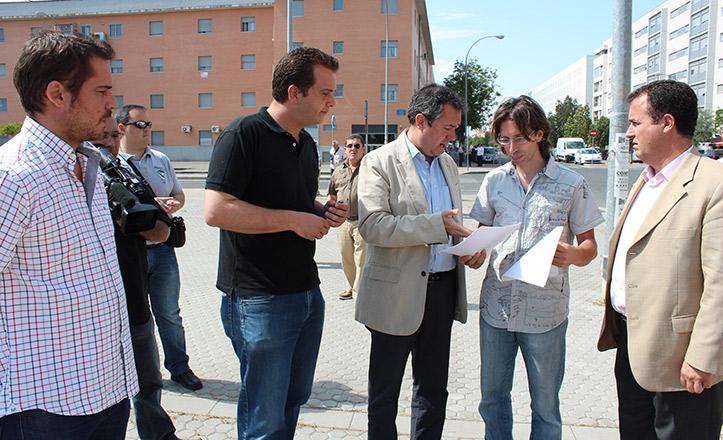 Espadas reunido con vecinos de Pino Montano