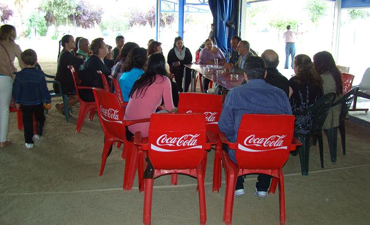 Juan Manuel Flores se reúne con vecinos de Regiones Devastadas