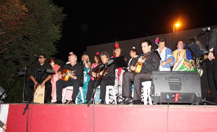El coro rociero en su actuación en la velá