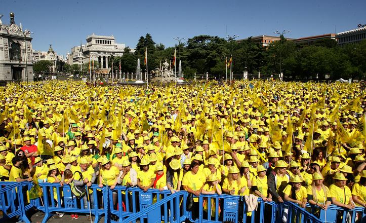 cibeles-viste-amarillo-madrid-once