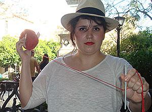 Una participante del Día de Tejer en Público