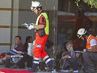 El 061 atiende a los afectados por el incendio en el Hotel Los Lebreros