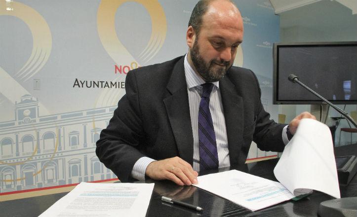 Pérez: «El Ayuntamiento ha invertido 18.000 euros en el parque del Turruñuelo»