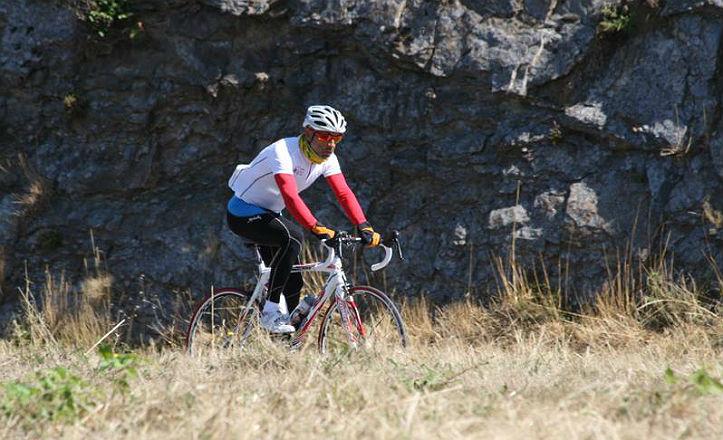 Gerardo Gallardo en uno de sus momento en la vuelta a España en bicicleta