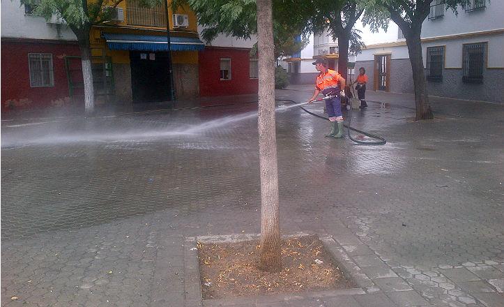 Limpieza en la barriada de Los Pajaritos