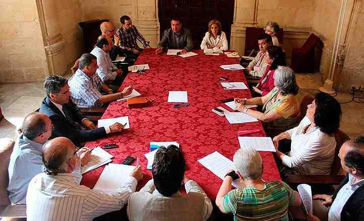 Juan Espadas y Susana López en un encuentro con representantes de asociaciones de comerciantes