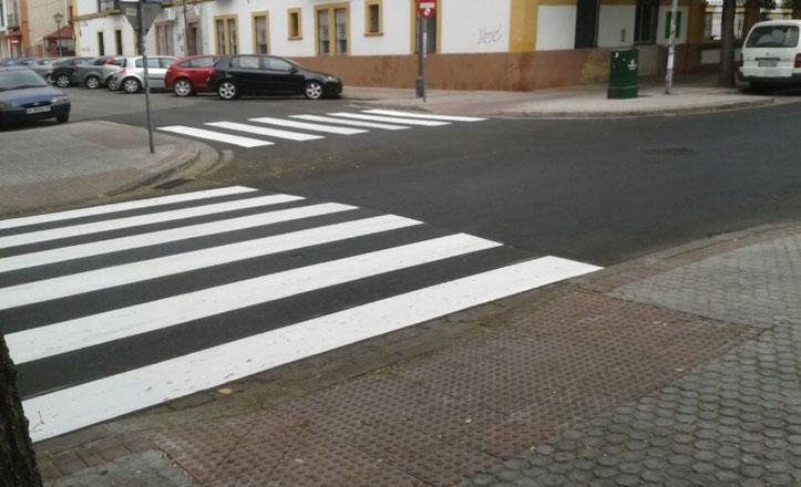 Pintan los pasos de peatones en la avenida de Miraflores