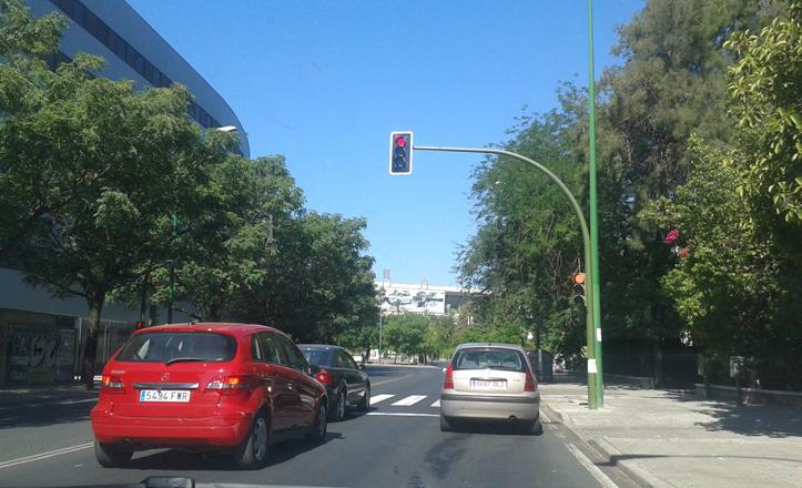 El semáforo que une Pedro Salvador con Bami por la carretera de Su Eminencia