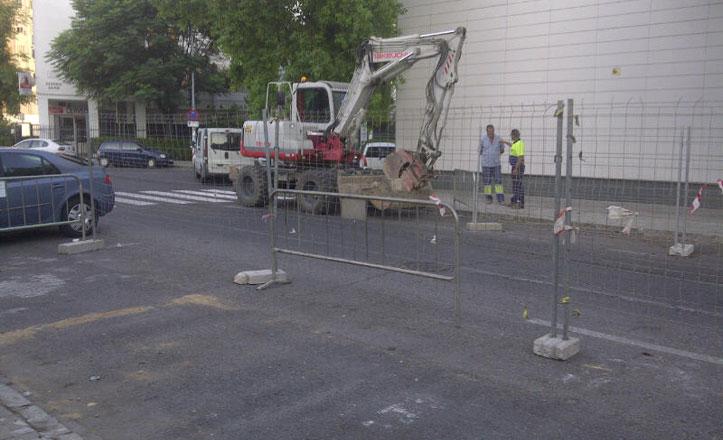 Instalan dos imbornales y un pozo en la calle Escultor Francisco Buiza