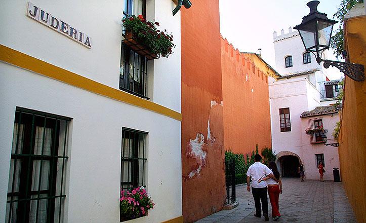 Una de las calles de la Judería de Sevilla