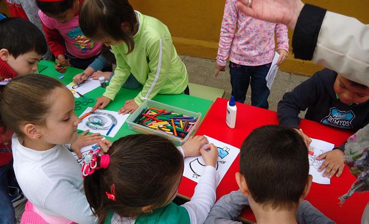 Unos 300 niños pueden conseguir material escolar gratis en el Distrito Macarena