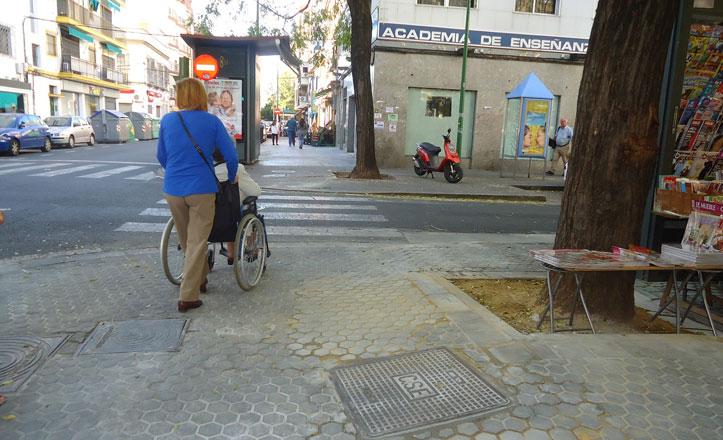 Reparado el acerado en la calle Fray Isidoro de Sevilla