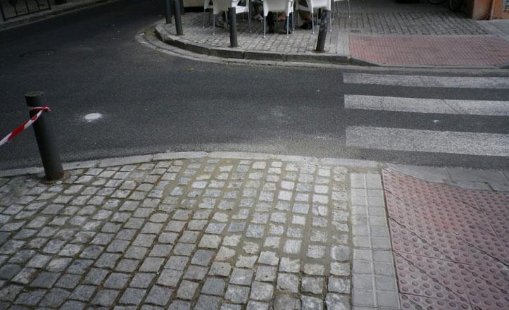 Arreglan el acerado en la calle Afán de Ribera