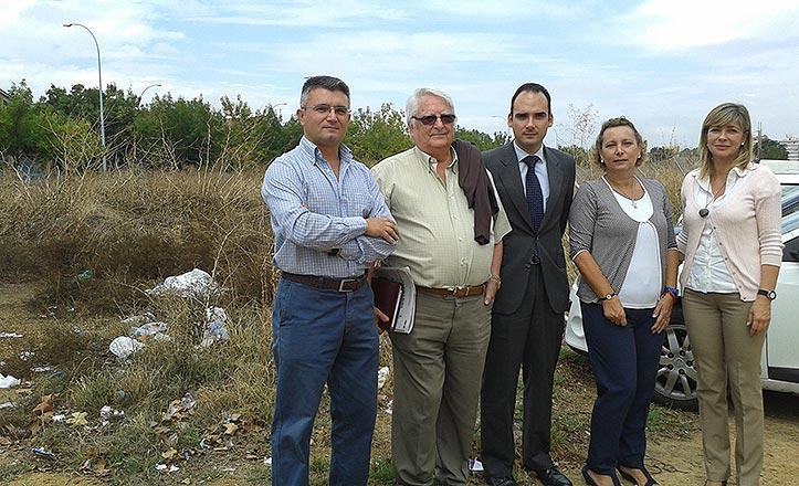 El Ayuntamiento habilitará un aparcamiento en la avenida de La Raza