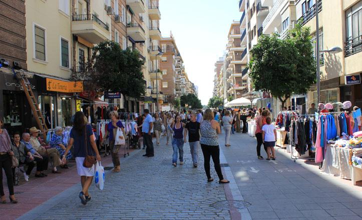 Los comerciantes de Los Remedios venden sus productos a pie de calle