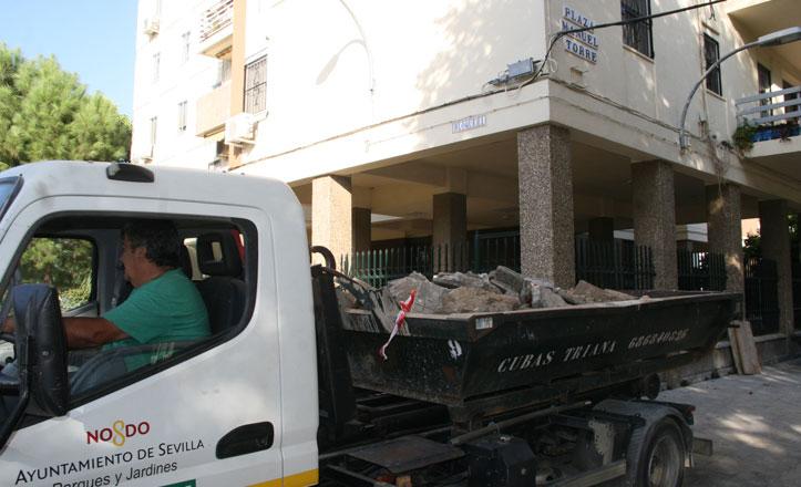 San Pablo-Santa Justa cierra los setos en la plaza Manuel Torre