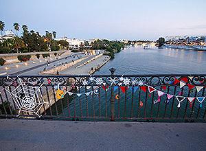 Cadenetas del Puente de Triana