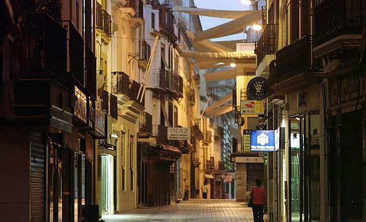 Este lunes comienza la retirada de los toldos de las calles del centro