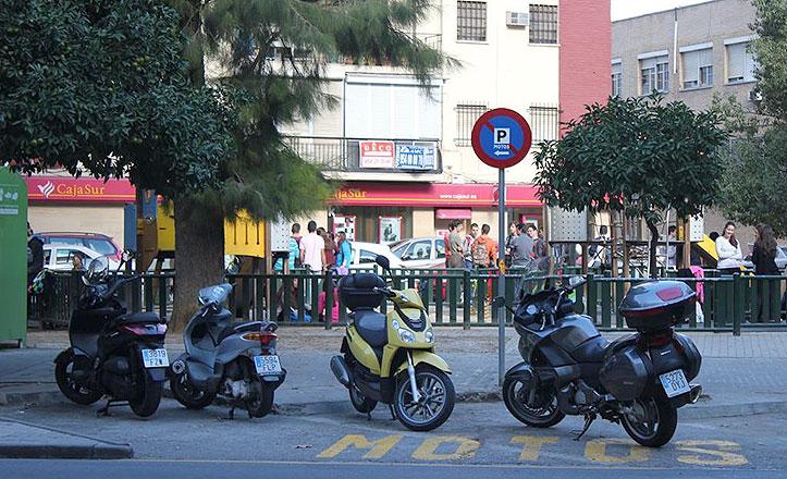Aparcamientos-motos-Los-Remedios
