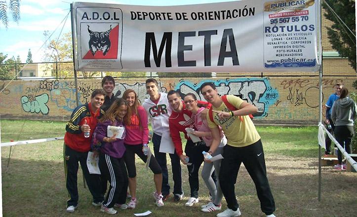 Jóvenes practicando deporte en el Parque Amate