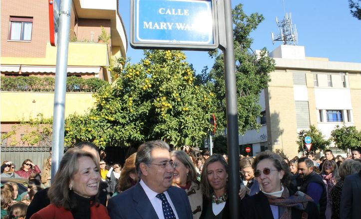 El alcalde, Juan Ignacio Zoido, inaugurando la calle Mary Ward